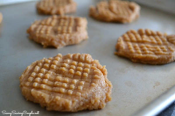 cross hatched cookies Super Easy Three Ingredient Peanut Butter Cookies #Recipe #GlutenFree